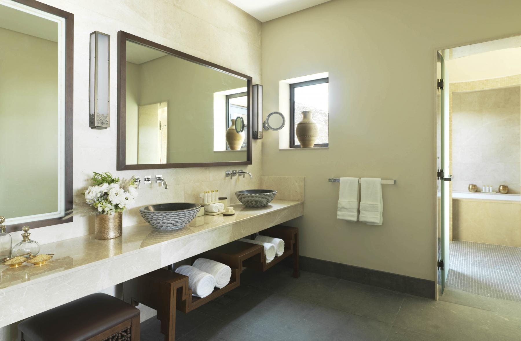 Anantara-Al-Jabal-Al-Akhdar-Resort-Cliff-Pool-Villa-Bathroom-01-min