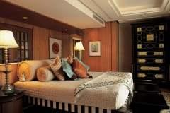007-The-Oberoi-Amarvilas-Agra-Kohinoor-Suite-Bedroom-min