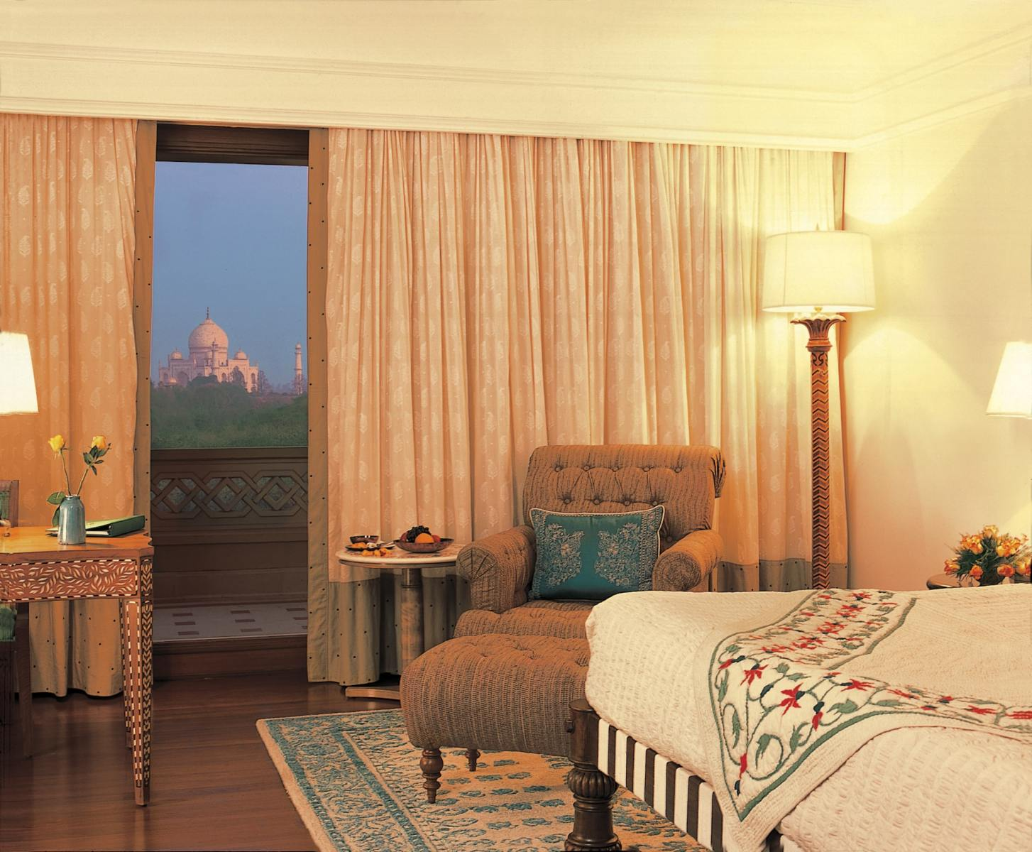 011-The-Oberoi-Amarvilas-Agra-Deluxe-Room-min