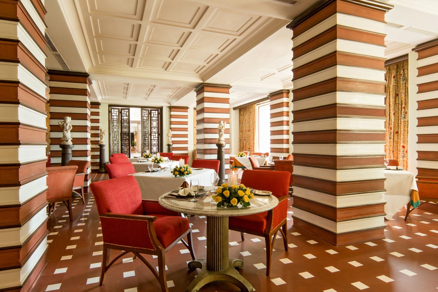 014-The-Oberoi-Amarvilas-Agra-Esphahan-restaurant-min