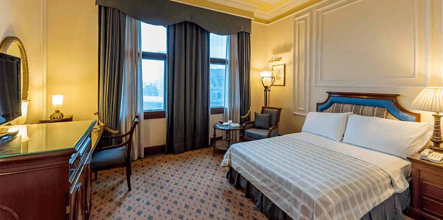 Deluxe-Room-bedroom