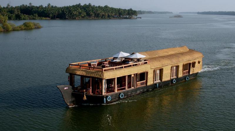 Lotus-housboat