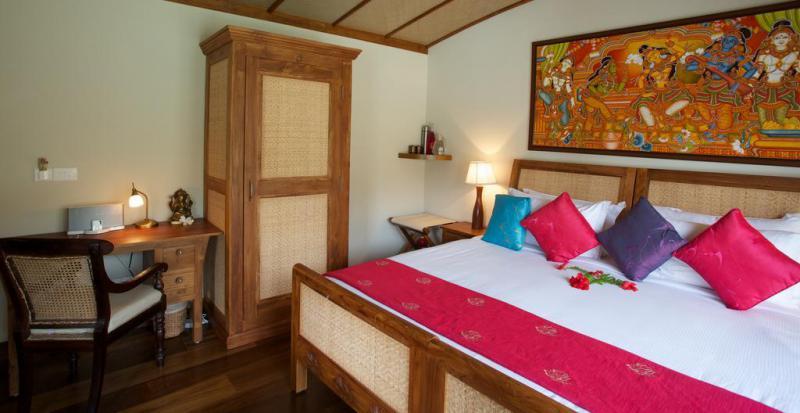 Lotus-houseboat-bedroom
