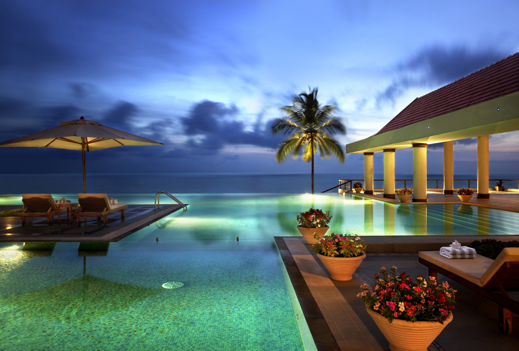 infinity_pool_at_dusk-Kovalam