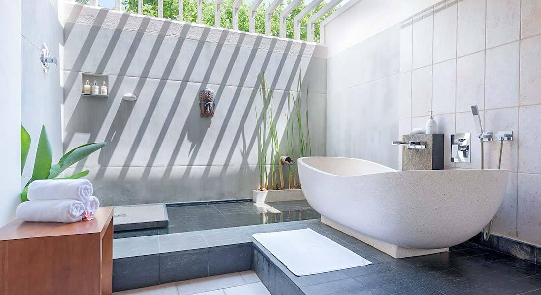 03.-Deluxe-Bathroom