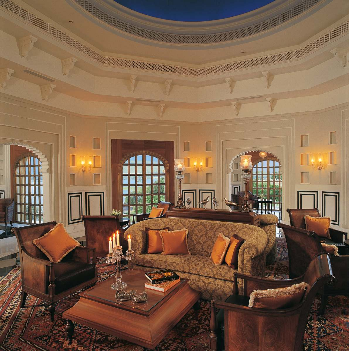 018-The-Oberoi-Udaivilas-Bar-min