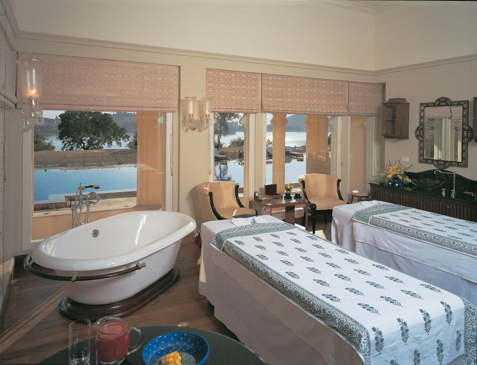 025-The-Oberoi-Udaivilas-Spa-Suite-min