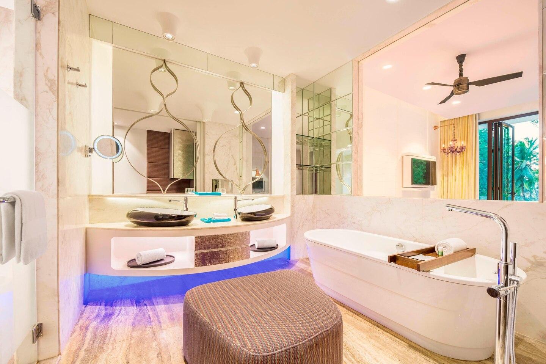 goiwh-room-bathroom-3542-hor-clsc